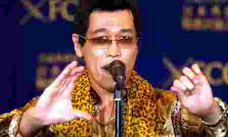 """Japanese singer and song writer Pikotaro, also known by his comedian name Kosaka Daimaou or his real name Kazuhito Kosaka, who is a current Youtube star with his song """"PPAP"""" (short for Pen-Pineapple-Apple-Pen), performs before media at a news conference at at the Foreign Correspondents' Club of Japan in Tokyo, Japan October 28, 2016. REUTERS/Issei Kato"""